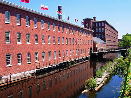 Mill-Building-now-museum-Lowell-Massachusetts-Daderot